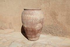 Tarros de piedra en el castillo de Jabreen Imágenes de archivo libres de regalías