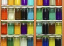 Tarros de tintes coloreados imágenes de archivo libres de regalías