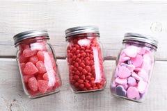 Tarros del caramelo de las tarjetas del día de San Valentín Imagen de archivo