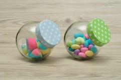 Tarros llenados del caramelo Imagenes de archivo