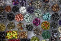 tarros por completo de granos coloreados Imagenes de archivo