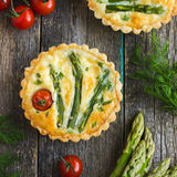 Tart with asparagus and cherry tomatoes Royalty Free Stock Images