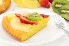 Tart with cream and fresh fruit Royalty Free Stock Images