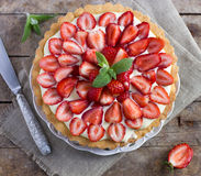 Tart with cream and fresh strawberries Royalty Free Stock Images