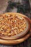 Tarta catalana: nueces de pino caramelizadas Fotos de archivo