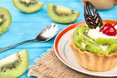 Tarta con el kiwi Imagen de archivo libre de regalías