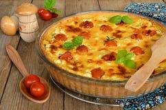 Tarta con los tomates del queso y de cereza Fotografía de archivo