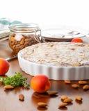 Tarta Crustless del frangipane del albaricoque con las almendras y lemo aromático Imagen de archivo
