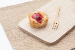 Tarta de la empanada de la fruta fresca con la cereza Fotos de archivo libres de regalías