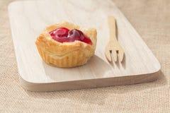Tarta de la empanada de la fruta fresca con la cereza Fotografía de archivo libre de regalías