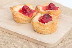 Tarta de la empanada de la fruta fresca con la cereza Imagen de archivo