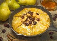 Tarta de la fruta de la pera y de la cereza Imagen de archivo libre de regalías