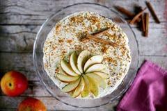 Tarta de manzanas con helar y canela del buttercream Imagenes de archivo