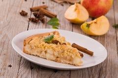 Tarta de manzanas de la migaja imagen de archivo