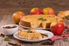 Tarta de manzanas de la migaja Imagenes de archivo