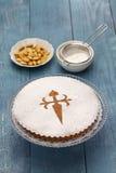 Tarta de Santiago, dolce spagnolo della mandorla fotografie stock