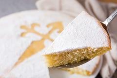 Tarta De Santiago Tranche traditionnelle de gâteau d'amande de Santiago en Espagne photographie stock libre de droits