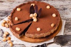 Tarta del chocolate con las avellanas imagen de archivo