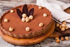 Tarta del chocolate con las avellanas fotografía de archivo