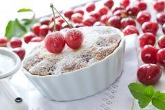 Tarta deliciosa con las cerezas Imagen de archivo libre de regalías