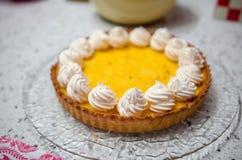 Tarta y merengues de Yuzu Imagen de archivo libre de regalías