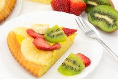 Tarta z śmietanką i świeżą owoc Fotografia Stock