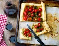 Tarta z czereśniowymi pomidorami i ziele Fotografia Stock