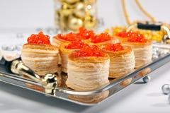Tartalet met kuit & Kerstmisdecoratie Stock Afbeelding