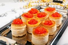 Tartalet mit Fischeier- u. Weihnachtsdekorationen Lizenzfreies Stockbild