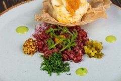 Tartar beef with mustard. And rucola Royalty Free Stock Photos
