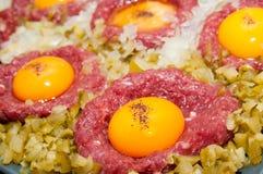 tartar för steak för ägglökknipa Royaltyfria Bilder