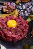 Tartarbiffstek gourmet- startknapp för rått kött för läckerhet Arkivbilder