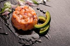 Tartare με το σολομό και το κρεμμύδι Στοκ φωτογραφία με δικαίωμα ελεύθερης χρήσης
