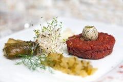 Tartare com ovo, sprouts e pepino de codorniz Imagem de Stock Royalty Free