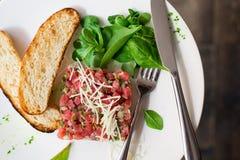 Tartare da carne com espinafres Foto de Stock Royalty Free