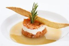 Tartaro del salmone con formaggio a pasta molle immagine stock libera da diritti