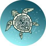 Tartaruga de mar da natação com teste padrão tribal polinésio Fotografia de Stock Royalty Free