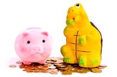 Tartaruga e bancos piggy Imagens de Stock Royalty Free