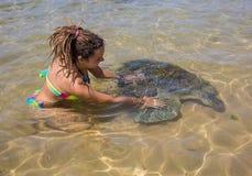 Tartaruga e homem de mar verde Imagens de Stock Royalty Free