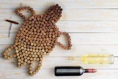 Tartaruga feita de cortiça do vinho fotografia de stock royalty free