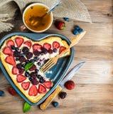 Tartas de la fruta con las bayas Foto de archivo