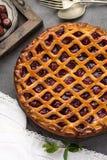 Tarte aux cerises aigre ouverte faite maison, dessert doux délicieux photo libre de droits