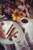 Tarte aux cerises délicieuse avec du café Image stock