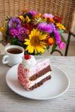 Tarte aux cerises délicieuse avec du café Images stock