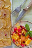 Tarte aux pommes avec des baies Photo libre de droits