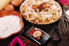 Tarte aux pommes de Noël de cuisson Image stock