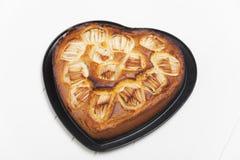Tarte aux pommes en forme de coeur Image libre de droits