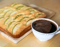 Tarte aux pommes et une tasse de café d'expresso Photo stock