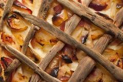 Tarte aux pommes faite de pommes mûres fraîches Photo libre de droits