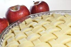Tarte aux pommes, non cuite Photos libres de droits